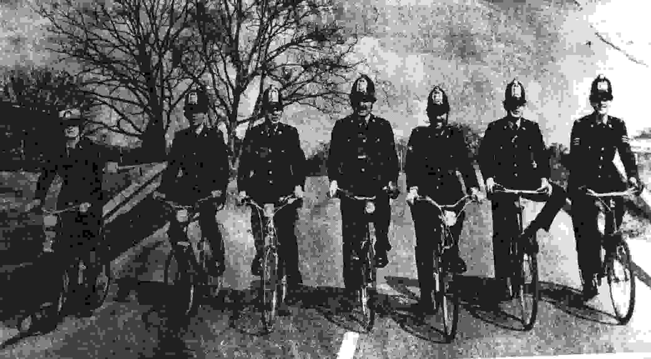 betterbikingcoppers.jpg - 50.04 kB